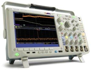 Осциллограф смешанных сигналов с анализатором спектра MDO4014B-3  . Внешний вид