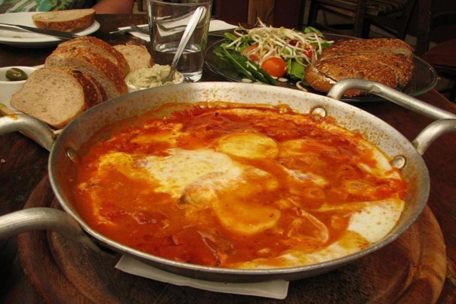 Тунисская чакчука (шакшука) из яиц в соусе