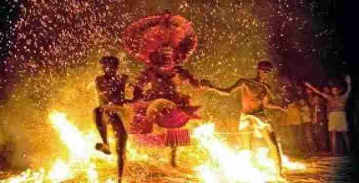 Агни Кели — день, когда летит огонь. Мангалор Во все мире любят смотреть на огонь. А люди в Ма