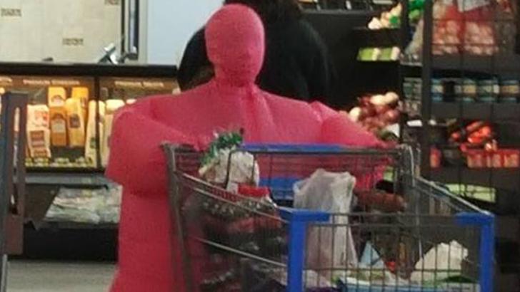 Эти люди просто пришли за покупками в американский супермаркет Walmart (24 фото)
