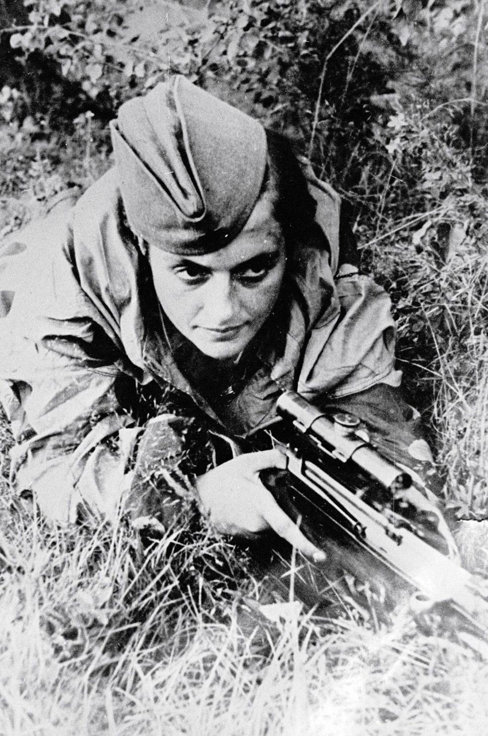 6 июня 1942 года, Павличенко в битве за Севастополь. Ее слава зашла так далеко, что немцы пытались п