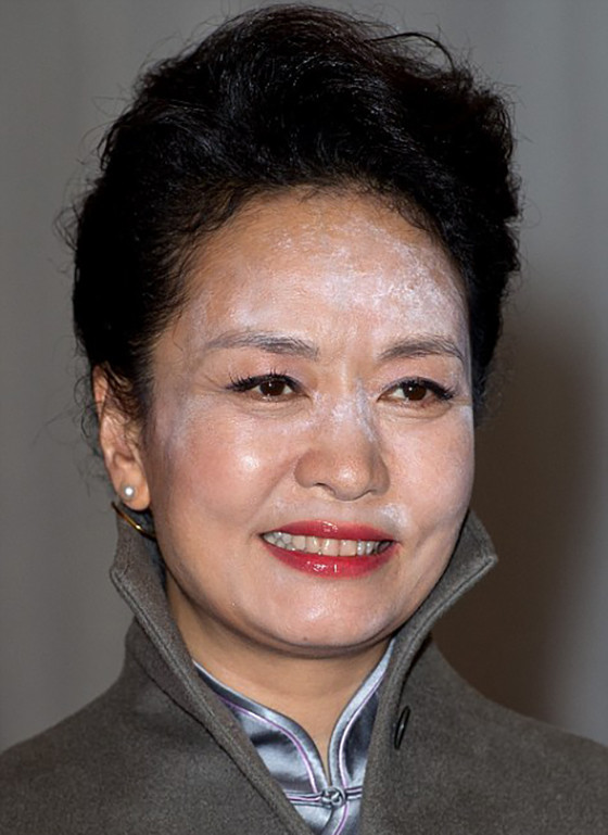 Мука на лице Пэн Лиюань Супруга Председателя Китая Си Цзиньпина на встрече в Лондоне получилась на ф