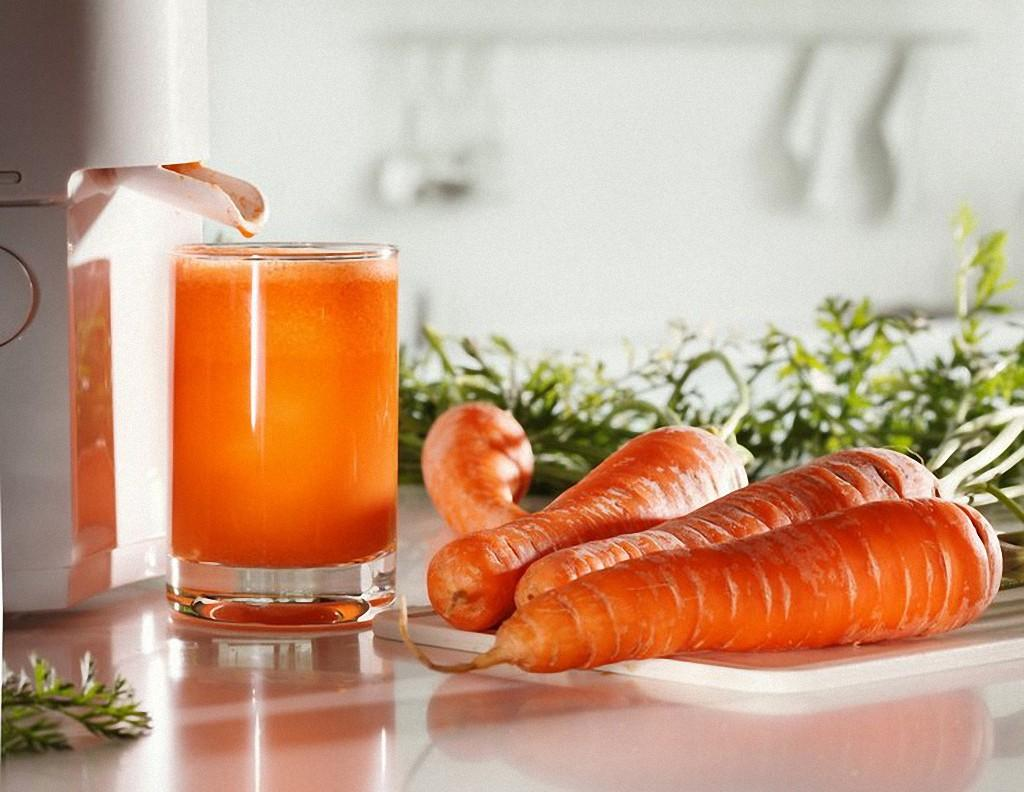 8. Морковный сок — отличное средство для улучшения памяти. Этим свойством сок моркови обязан содержа