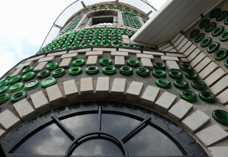 9. Кстати, первый бутылочный дом появился в США еще в начале прошлого века. Страстный любитель пива