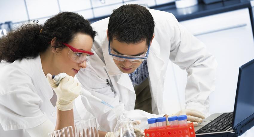 Ученые: Печень женщин страдает оталкоголя сильнее, чем мужская