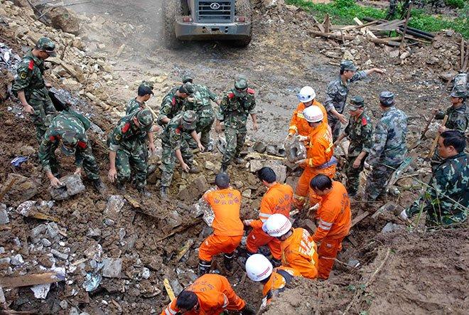 Из-под завалов разрушенного отеля вКитайской республике спасли 5 человек