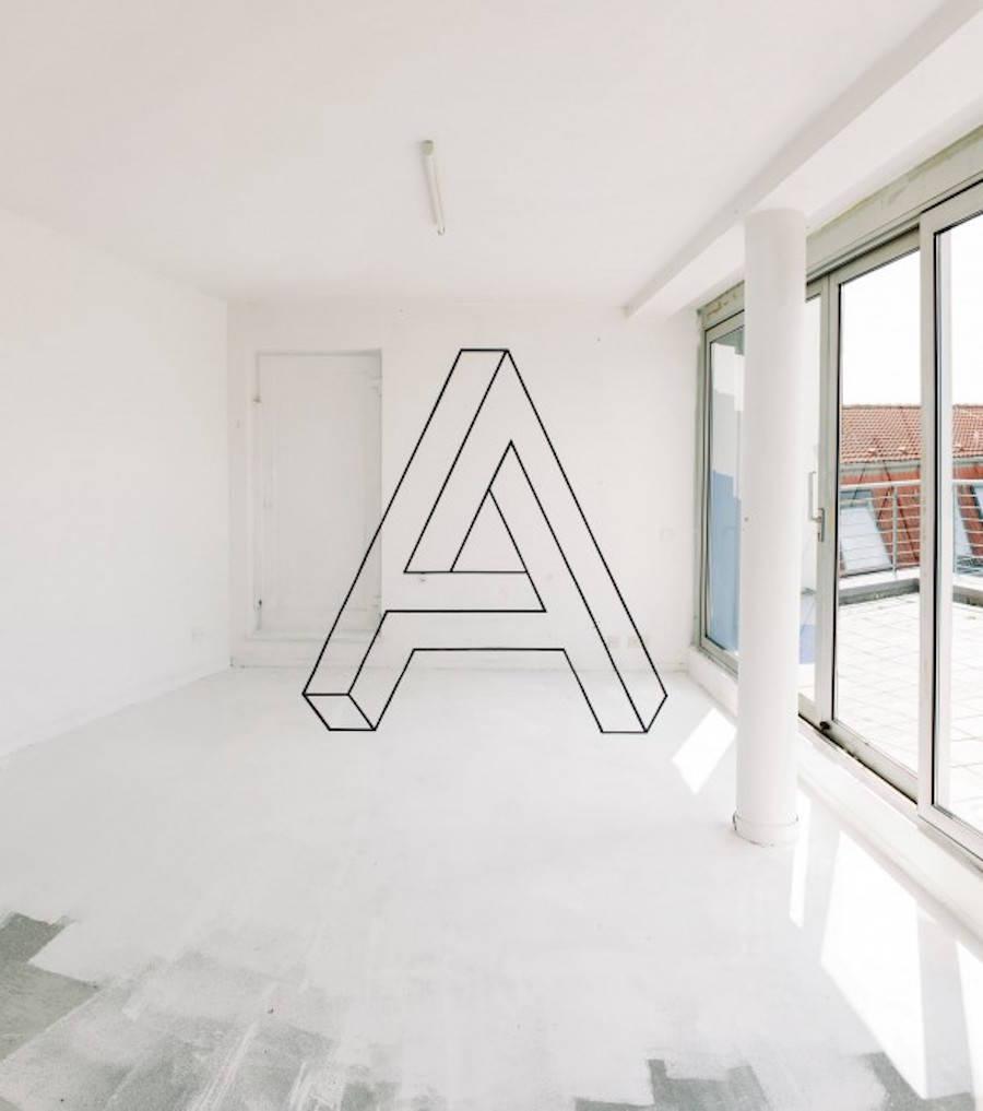Amazing Anamorphosis in Berlin's Hostel