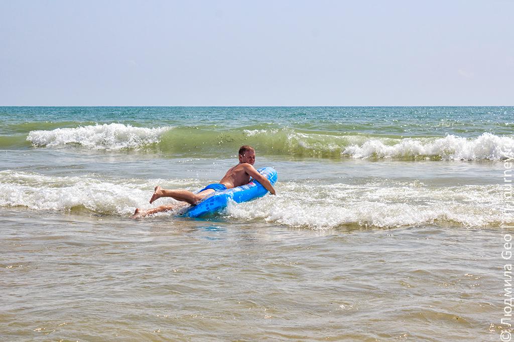 плавание на матрасе