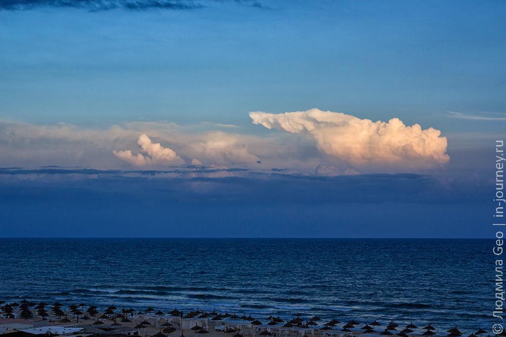 закат на море в Тунисе
