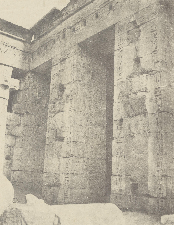 Мединет-Абу. Дворец Рамсеса II. Второй двор, восточная сторона