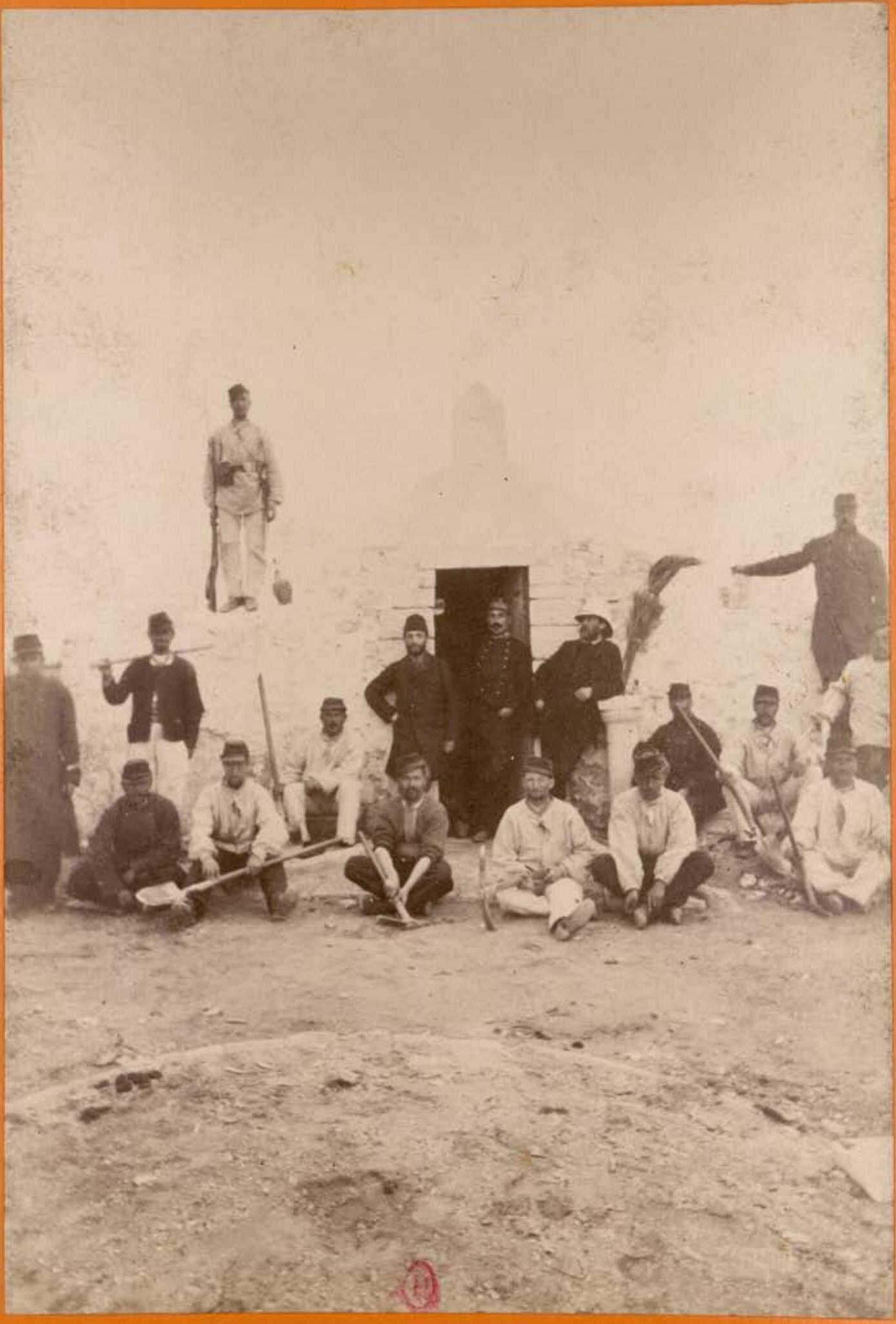 Археологическая миссия в Тунисе. Групповая фотография