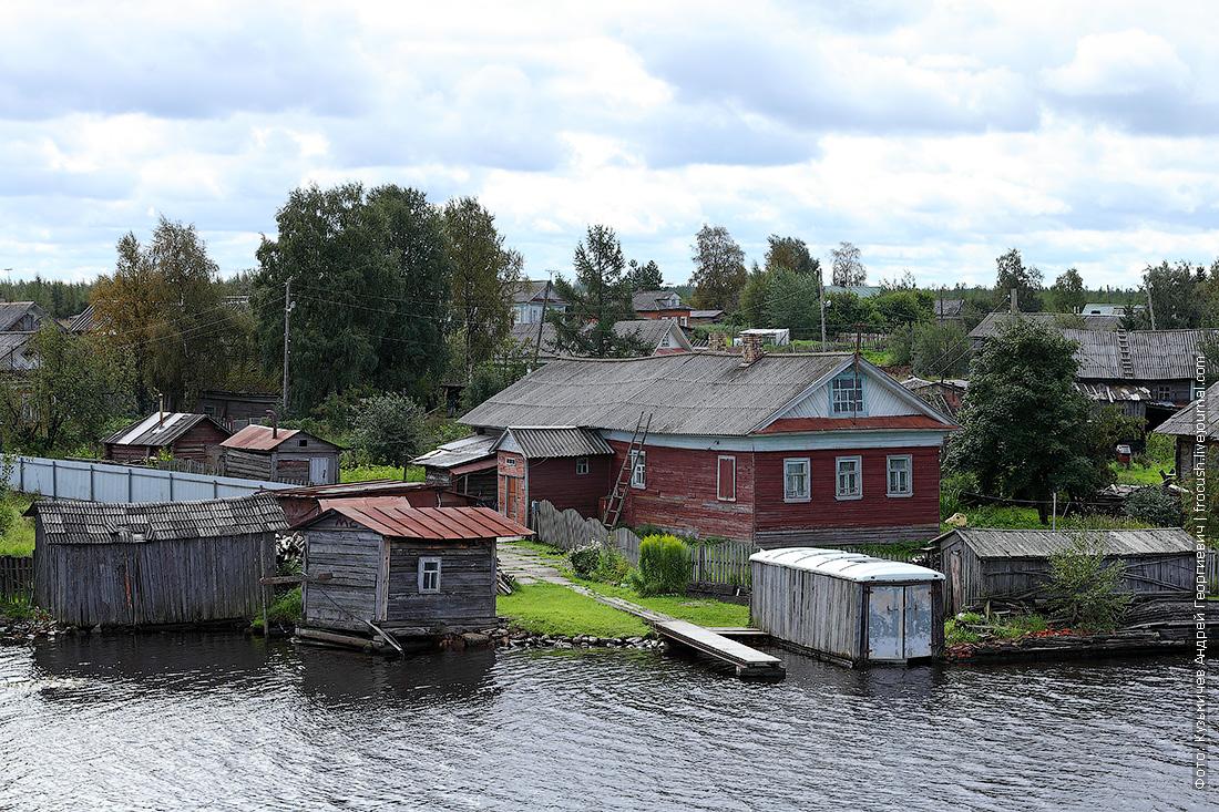 дом на берегу Беломорканала