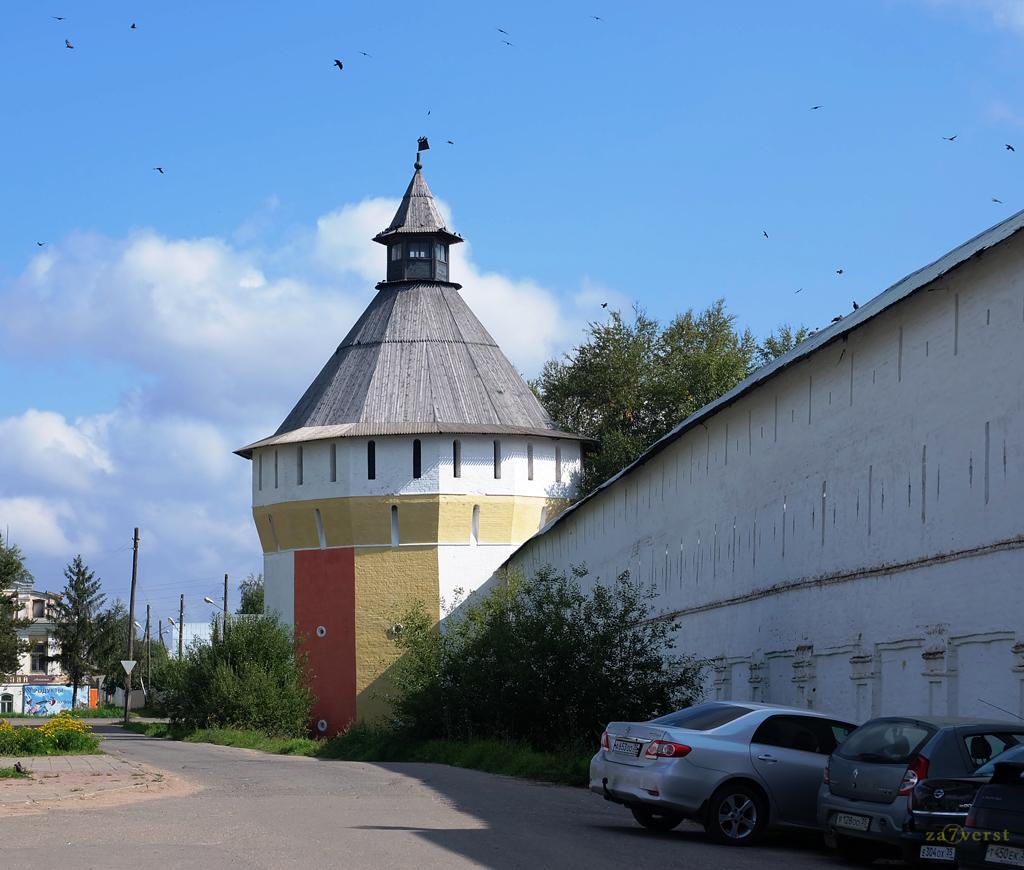 Свято-Прилуцкий монастырь в Вологде, стены и башня