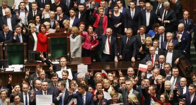 ВВаршаве продолжились акции протеста против политики правящей партии