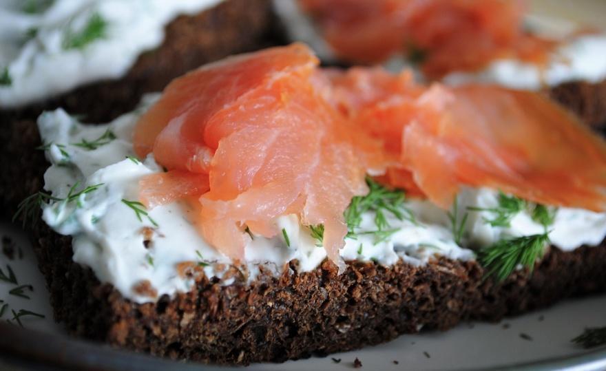 25. Шотландия В Шотландии очень вкусный копченый лосось, который стоит есть на гренках, покрытых тво