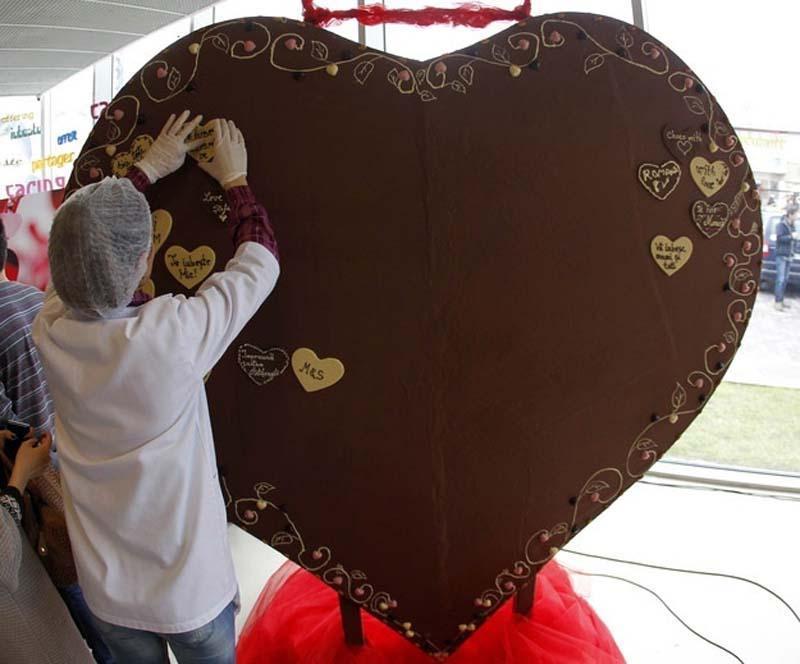 1. Шоколад полезен для сердца. У людей, регулярно употребляющих шоколад, риск болезней сердца сокращ