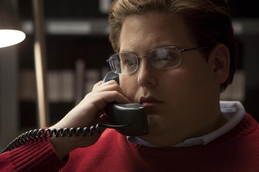 2. Джона Хилл в роли Питера Бренда в фильме «Человек, который изменил всё» режиссёра Беннетта Миллер