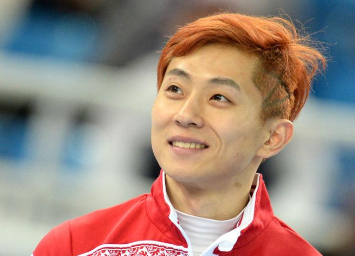 Самый титулованный шорт-трекист в истории, выступал до 2011 года за Республику Корею, но после травм