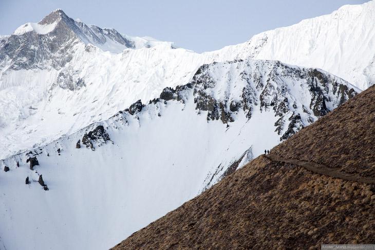 2. Светлеет в горах быстро, но какие же, черт побери, красивые закаты в Гималаях! На такое можно наб