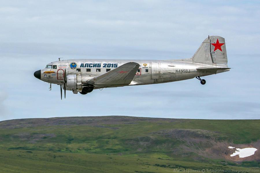 4. Один самолет назван в честь космонавта Алексея Леонова, который первым среди живущих вышел в откр
