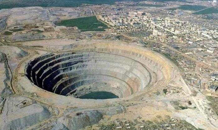 5. Кимберлитовая трубка «Большая дыра» Когда-то давно в этом месте в ЮАР располагалось жерло вулкана