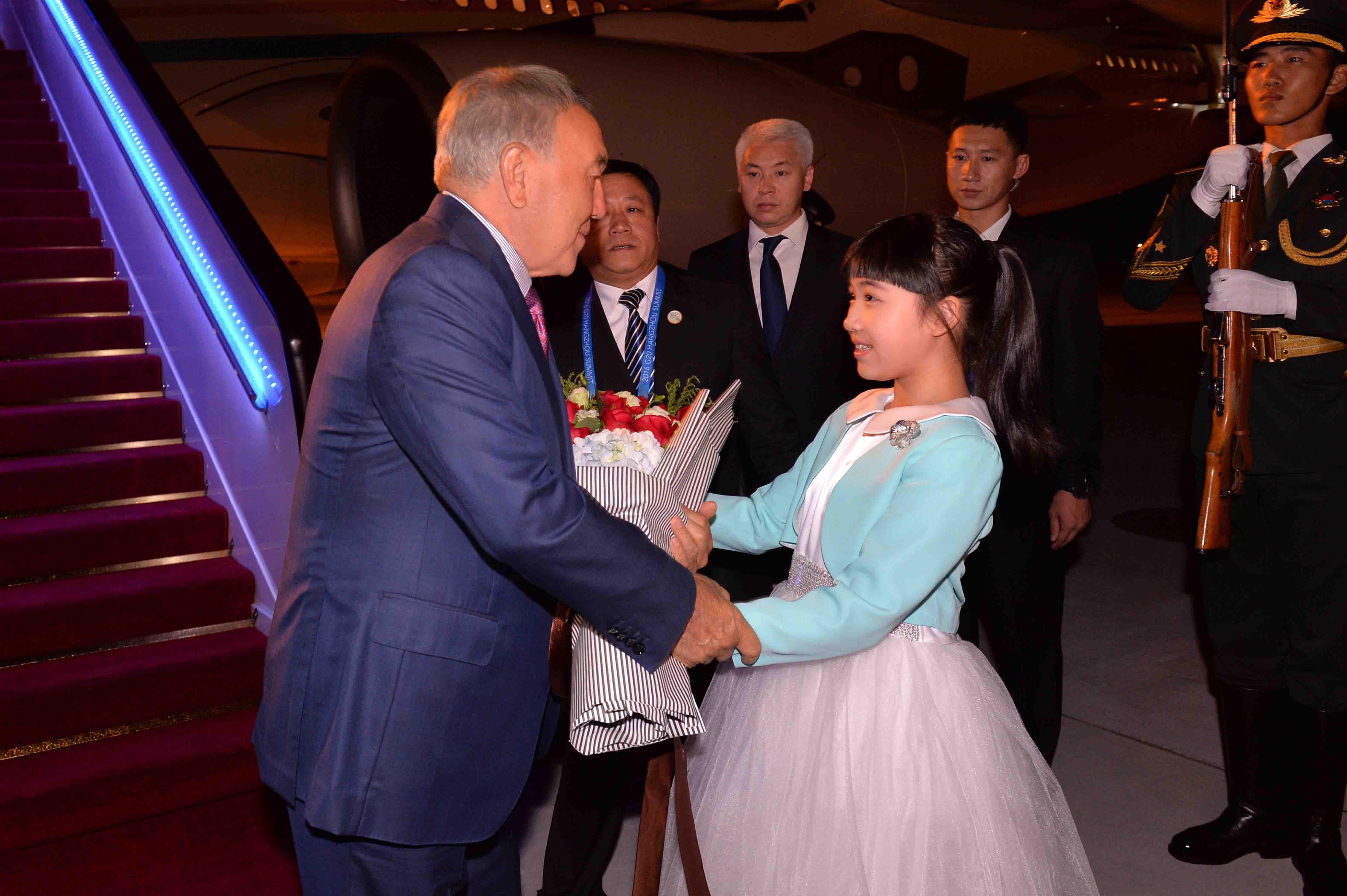 Назарбаев обсудил вопросы двустороннего сотрудничества спредседателем Китая СиЦзиньпином