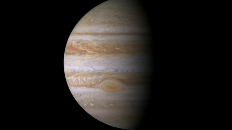 NASA опубликовало таинственные кадры полюсов Юпитера