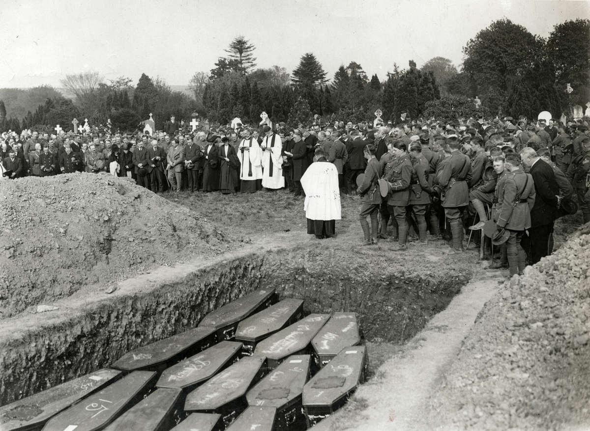 Фото 17 - Погребение жертв Лузитании.jpg