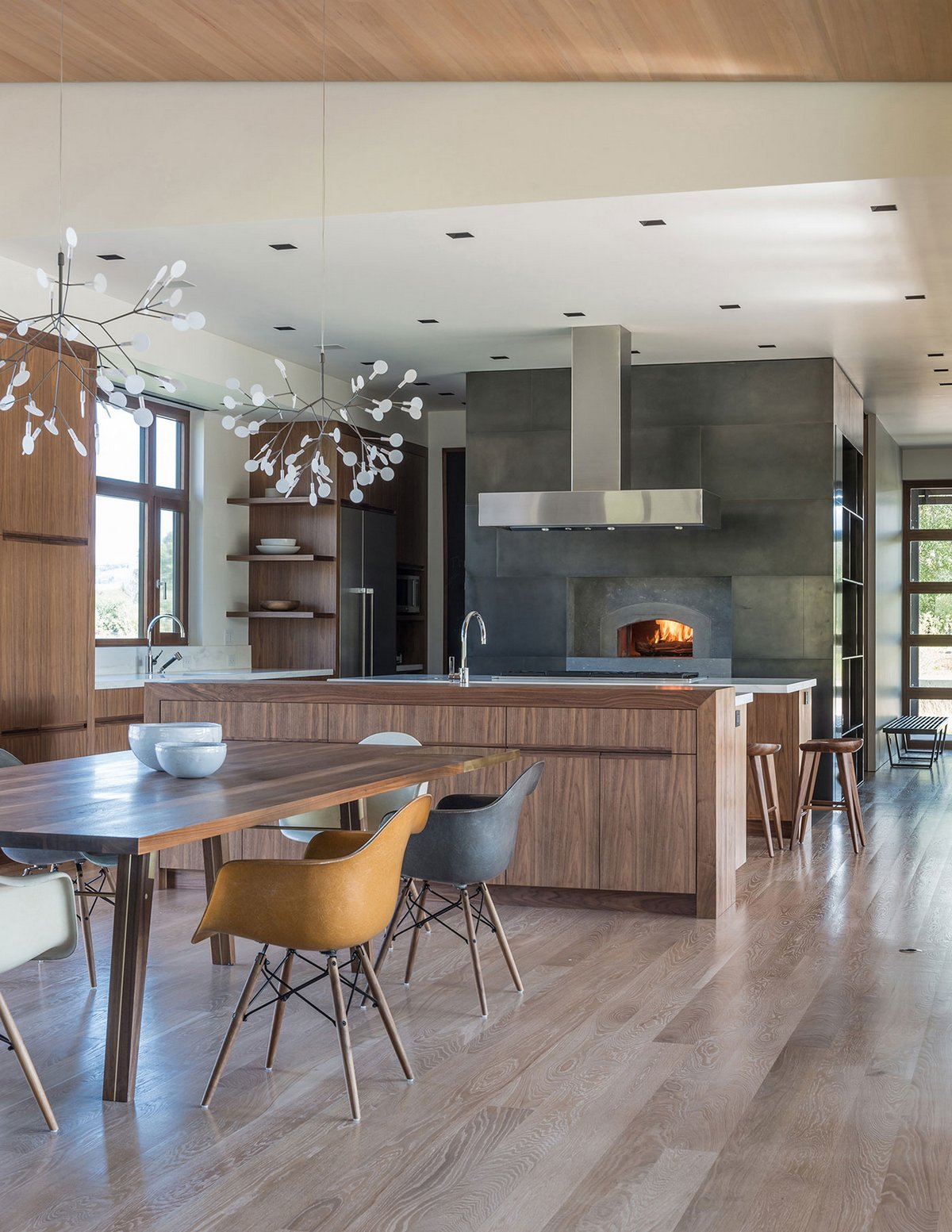 Кухня с дровяной печкой