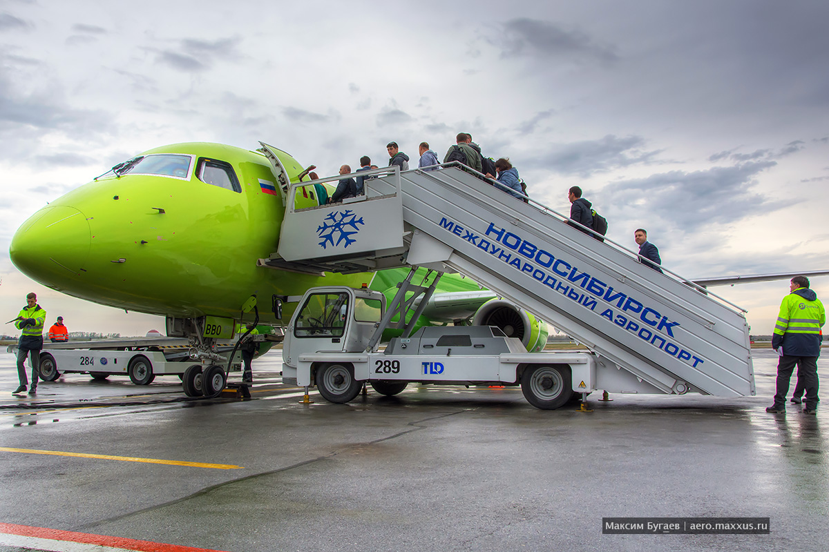 Первый Embraer S7 Airlines. Презентация. Фото Максима Бугаева