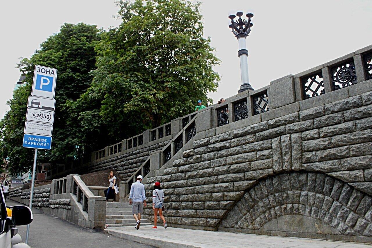 Восстановленная лестница на Владимирской