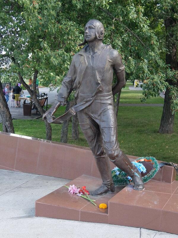 Кемерово - Памятник летчику Мартемьянову