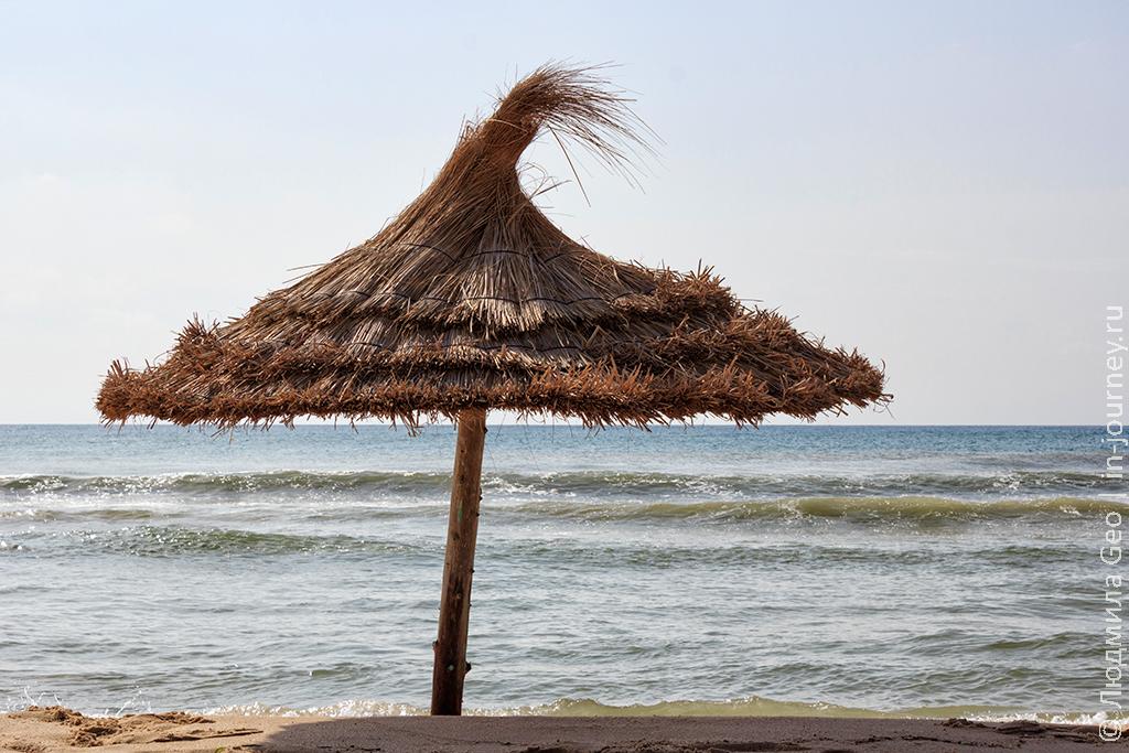 фото зонтика на пляже
