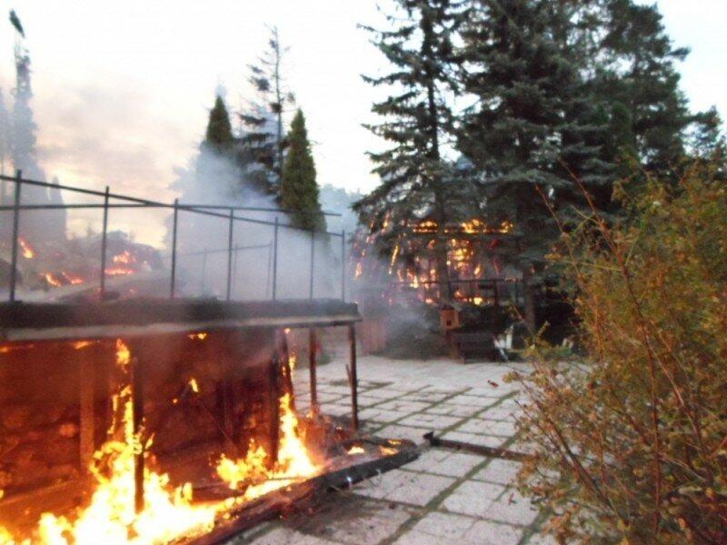 Рано утром навсе 100% сгорел ресторан «Сказка»