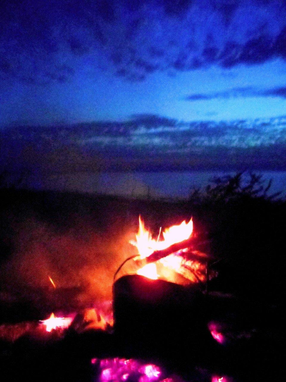 Огонь, на берегу, в свете исчезающего дня ... DSCN1308.JPG