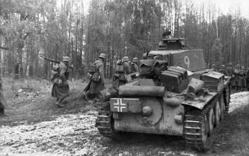 Russland-Nord, Panzer 38(t) und Infanterie
