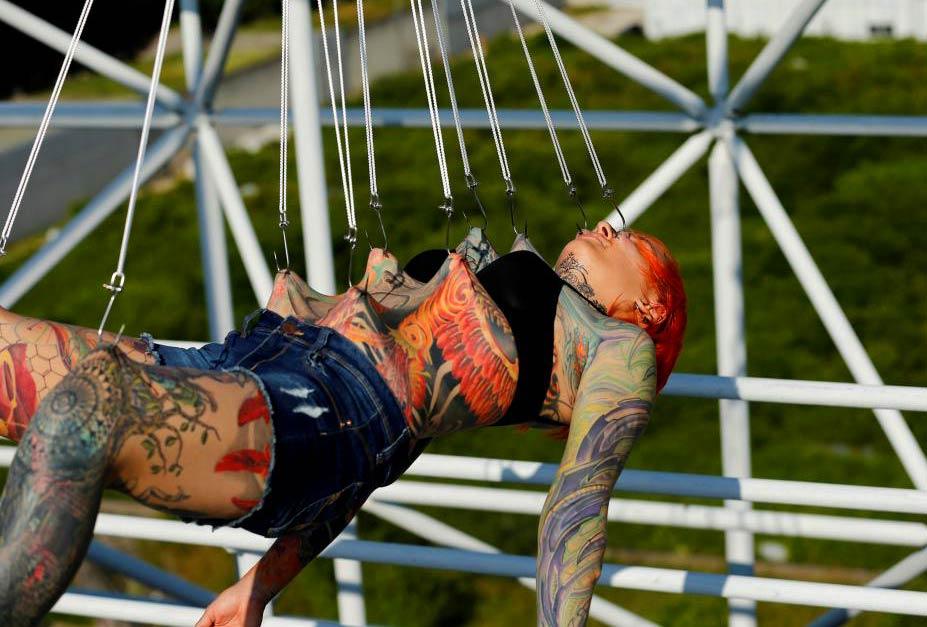 подвешивание на крюки / photo by Antonio Bronic - Reuters