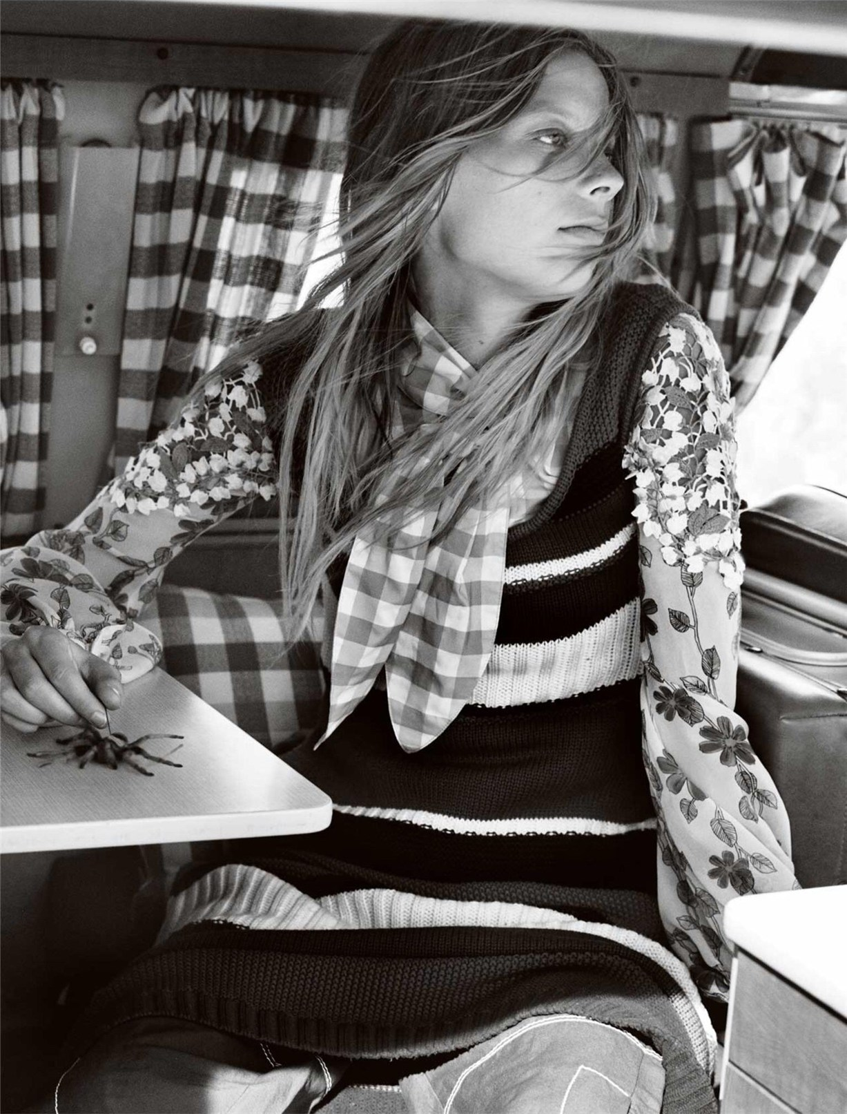 Лекси Болинг / Lexi Boling & Jay Alvarrez by Mario Testino - Vogue UK january 2017
