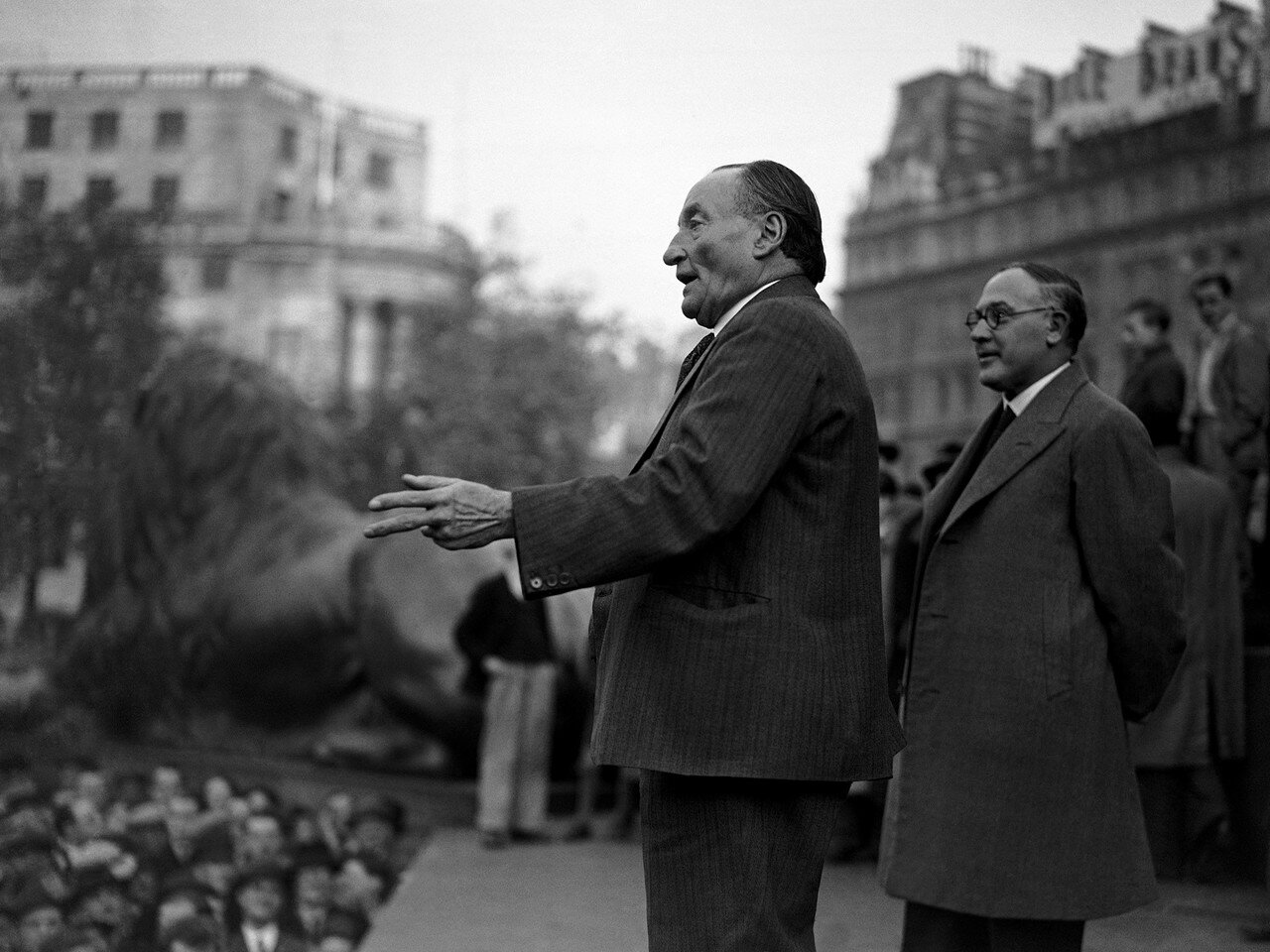 1937. Массовая демонстрация протеста против японской агрессии в Китае, организованная лейбористской партией и лондонским торговым советом. Выступает Бен Тиллет, ветеран лейбористской партии