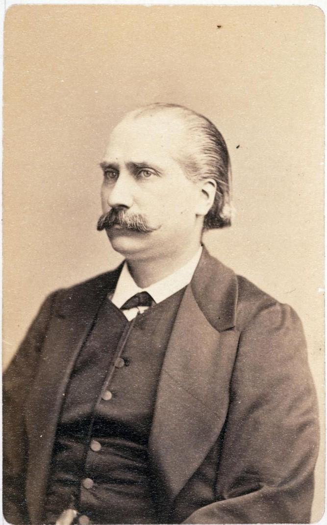 Артур Арну  (1833 — 1895). Член Парижской Коммуны (1871). После провозглашения Республики, 4 сентября 1870 года был назначен заместителем мэра четвёртого округа Парижа. В марте 1871 года избран в Совет Коммуны