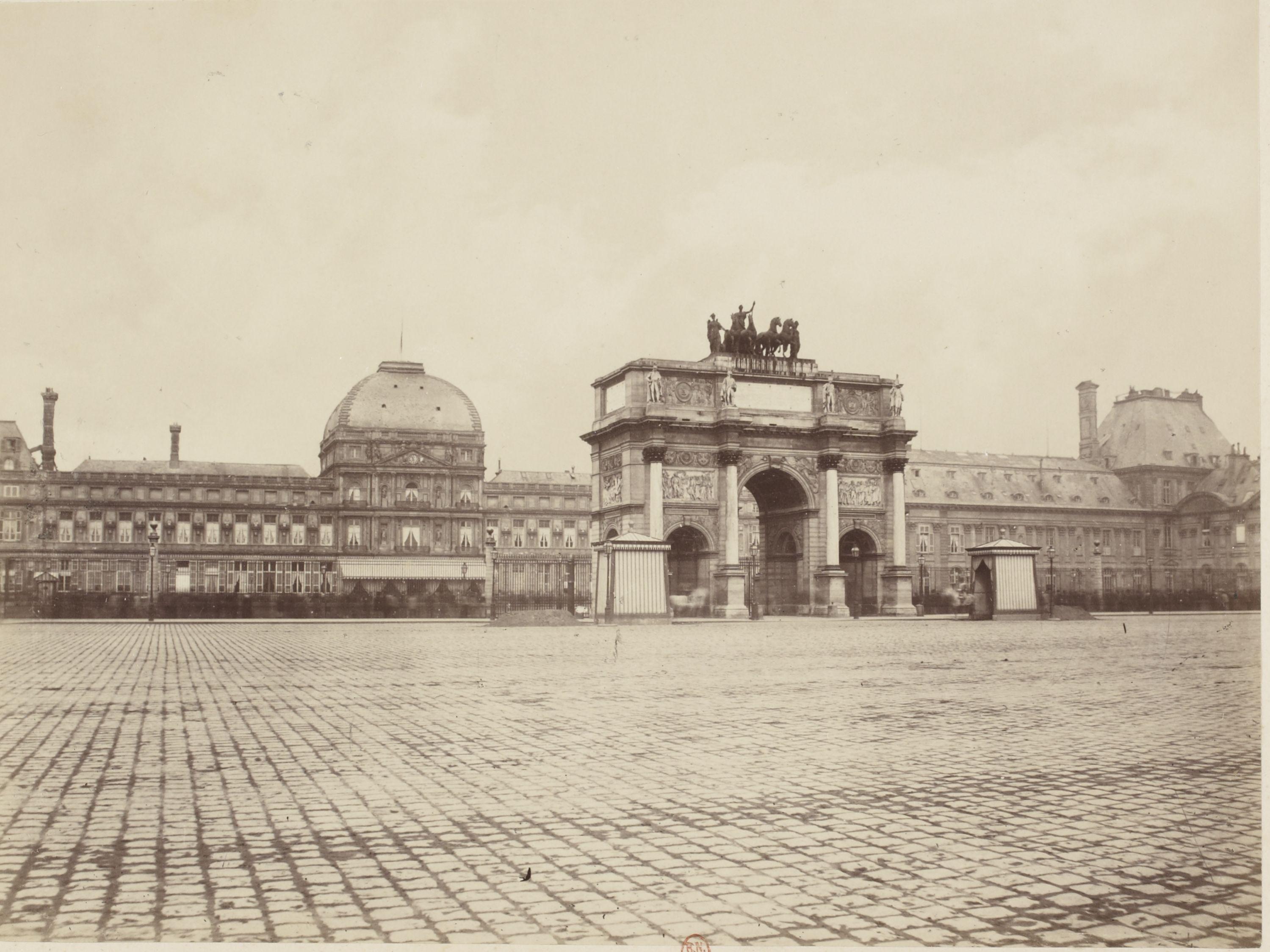 Триумфальная арка на площади Каррузель и Тюильри