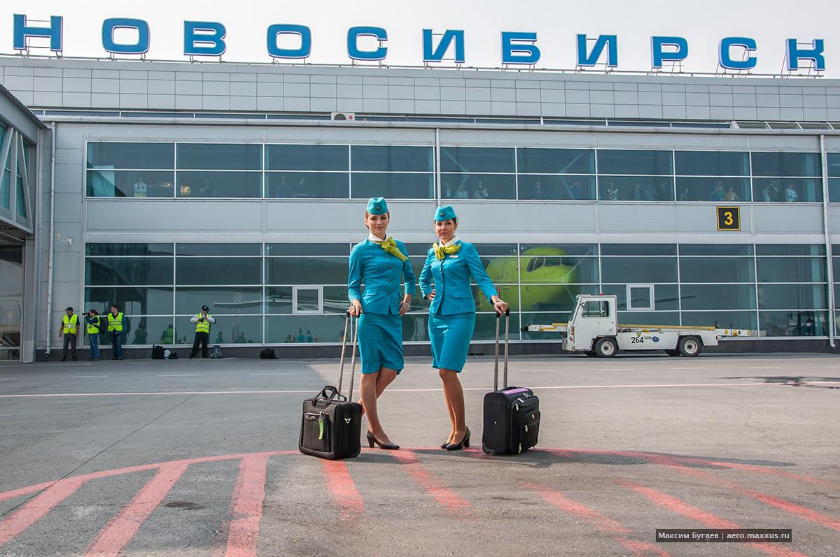 Стюардессы S7. Фото Максима Бугаева, b737.livejournal.com