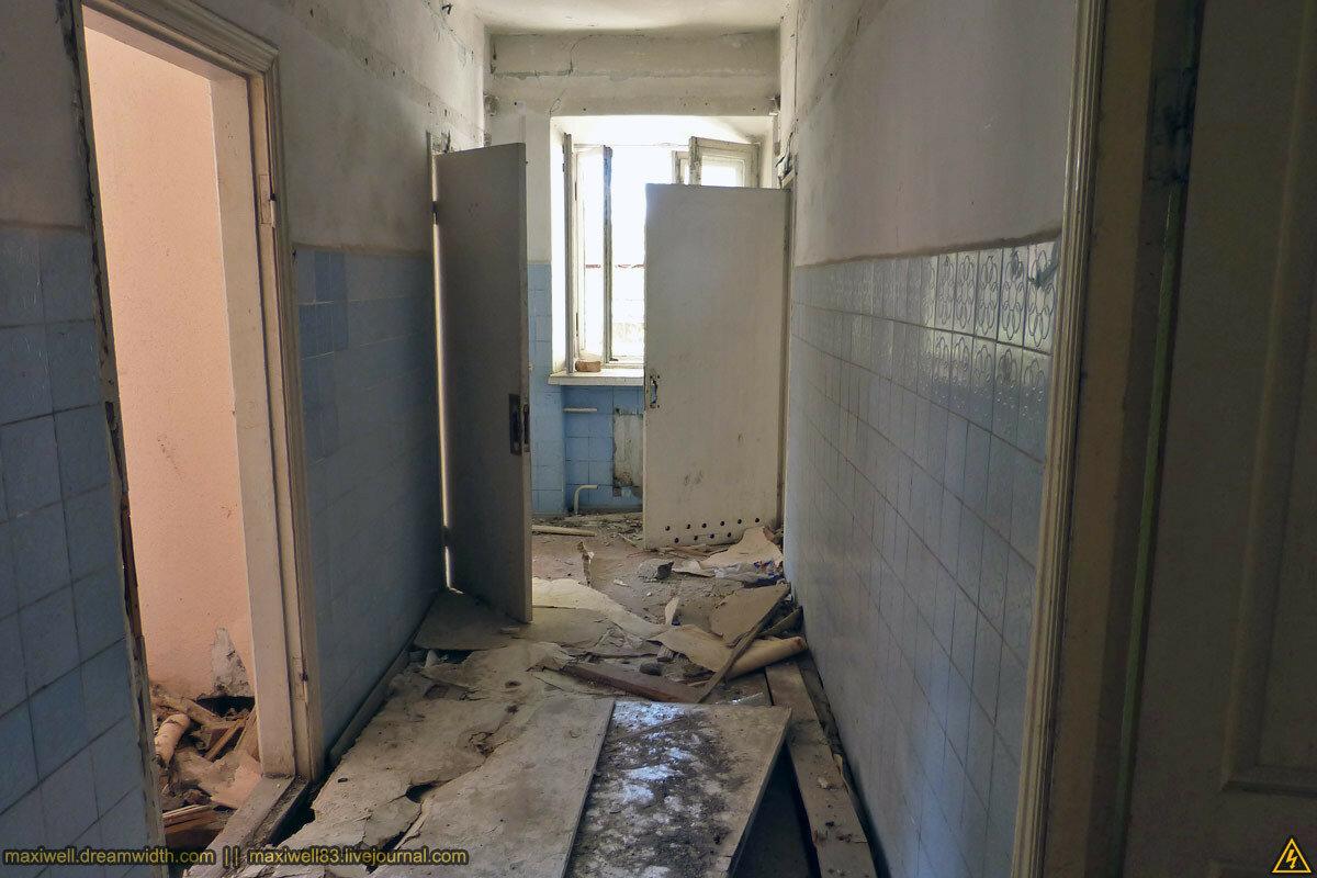 Закинутий офісний будинок на Лук'янівці