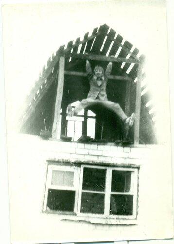 1987 год. Папа на строительстве дачи в Подлякино