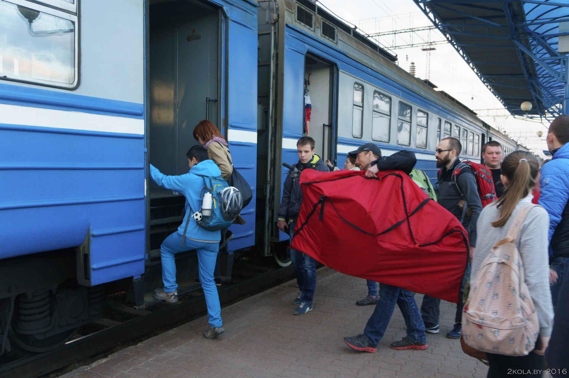 посадка на электропоезд в Барановичах