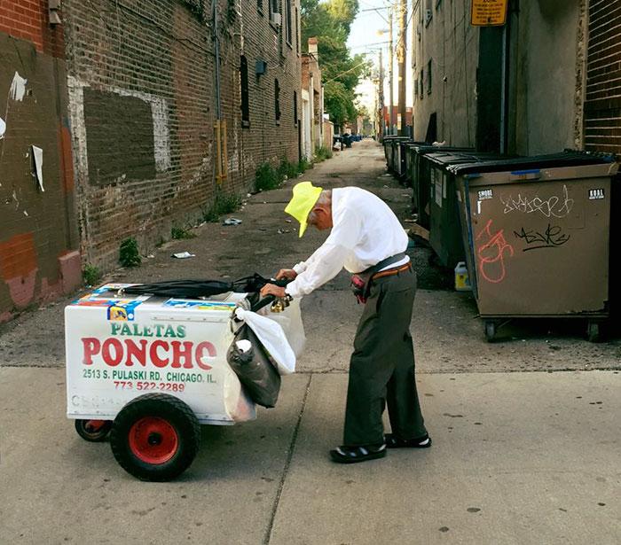 Честно говоря, история, которая стоит за этой фотографией, еще более грустная. 89-летний Фиденсио Са