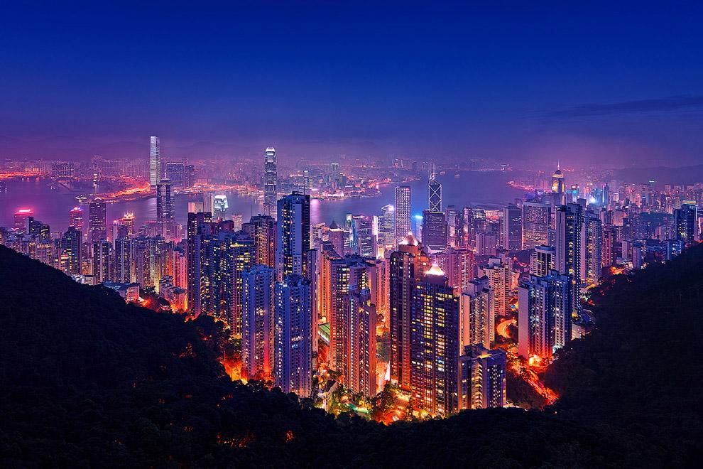 16. А это тот вид, про который мы говорили в самом начале — вид с 128-этажной Шанхайской башни.
