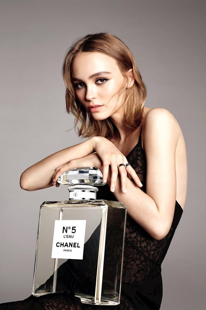 Лили-Роуз Депп в рекламе Chanel No.5 L'Eau