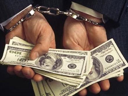 ВХарькове майор милиции завзятки закрывала уголовные дела