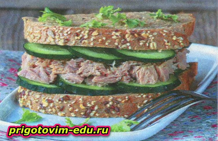Легкий сэндвич с тунцом